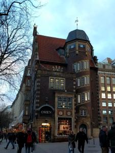 An unusual building on the Mönckebergerstrasse
